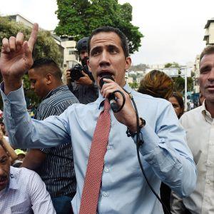 Juan Guaidó puhui kannattajilleen Caracasissa tiistaina.