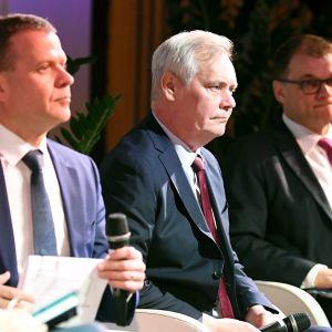 Vihreiden puheenjohtaja Pekka Haavisto (vas), kokoomuksen puheenjohtaja Petteri Orpo, SDP:n puheenjohtaja Antti Rinne ja keskustan puheenjohtaja Juha Sipilä Vero2019-tapahtuman vaalipaneelissa.