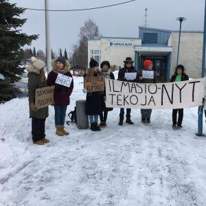 Vimpelin koululaiset osallistuivat ilmastolakkoon 15. maaliskuuta 2019