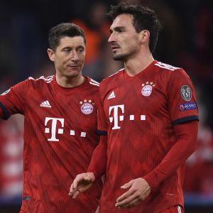 Bayern Münchenin Robert Lewandowski ja Mats Hummels.
