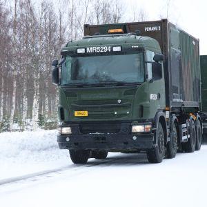 Suomen armeijan kalustoa matkalla Haaparannalta pohjoiseen