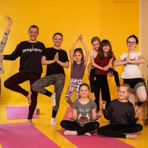 Inka Sainin lasten joogatunnilla on positiivinen ilmapiiri