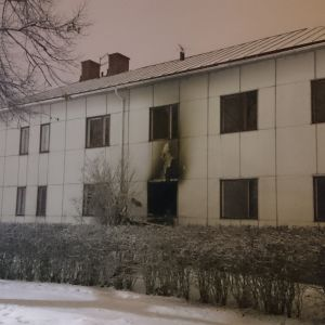 Raahenkadulla tulipalo tuhosi pienkerrostalon.