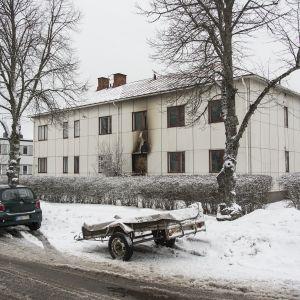 Raahenkadulla tulipalossa turmeltunut rakennus.
