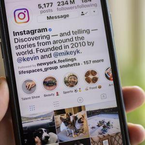 Instagram kännykän näytöllä