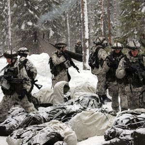 Suomalaisia joukkoja viiden maan sotaharjoituksessa Pohjois-Ruotsissa.