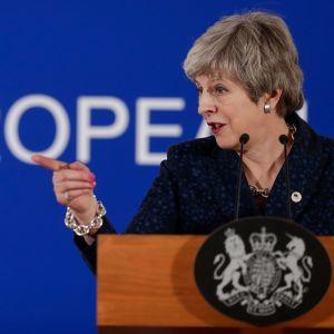Britannian pääministeri Theresa May kommentoi EU-eroa Brysselissä torstaina.