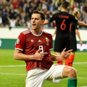 Unkarin Adam Szalai juhlii 1-1-tasoitusmaaliaan.