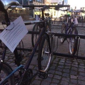 Jyväskylän keskustassa hylätyiksi epäillyt pyörät on laputettu