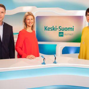 Mikko Hirvonen, Milla madetoja ja Salla Paajanen ankkuroivat alueellisia tv-uutisia.