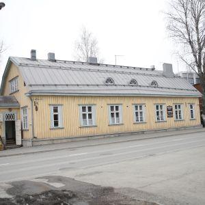 Vanha postitalo Nilsiän keskustassa.