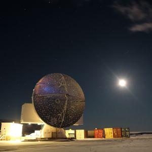 Radioteleskooppi Grönlannissa.