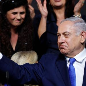 Benjamin Netanjahu Likud-puolueen päämajassa Tel Avivissa keskiviikkona.