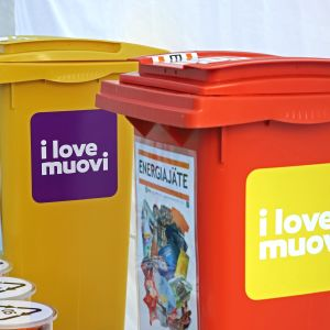 I love muovi -kiertue ja jäteastiat.
