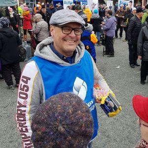 Matti Torvinen (sin.) Rovaniemen Lordin aukiolla 13.4.2019.