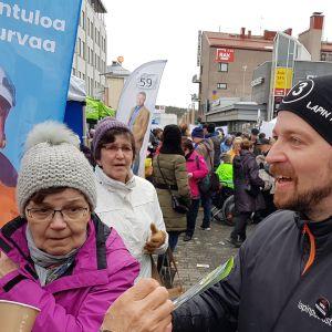 Kansanedustaja Mikko Kärnä vaalitilaisuudessa Rovaniemellä