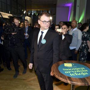 Juha Sipilä vaalivalvojaisissa Helsingissä.
