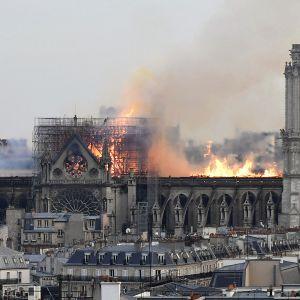 Notre Damen kattorakenteet paloivat Pariisissa 15. huhtikuuta.