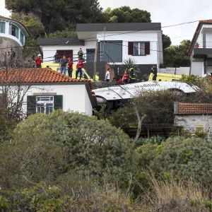 Kymmeniä ihmisiä kuoli Madeiralla, kun turistibussi kaatui.