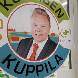 Keskustan eduskuntavaaliehdokas Antti Kurvisen vaalikahvila Seinäjoella ennen eduskuntavaaleja 2019