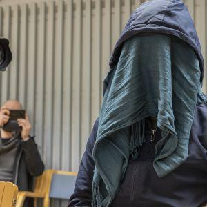 Afganistanilaistaustaista miestä epäillään törkeästä lapsen seksuaalisesta hyväksikäytöstä ja törkeästä raiskauksesta.
