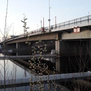 Sirkkalan silta huhtikuisena aamuna Joensuussa.