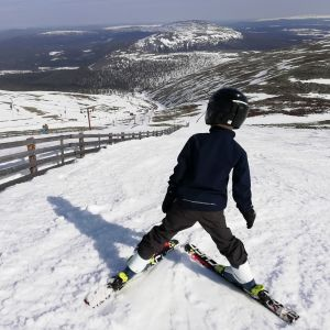 Lumeton tunturi Ylläs 23.4.2019 laskettelurinne laskettelu