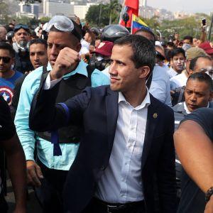 Juan Guaido mielenosoituksessa Caracasissa 30. huhtikuuta 2019.