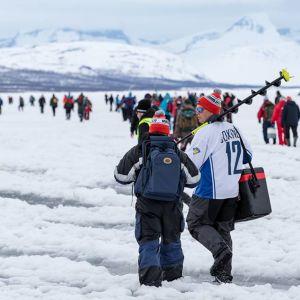 Vain 2 kalaa -pilkkikisa Kilpisjärvellä Enontekiöllä toukokuussa 2018.