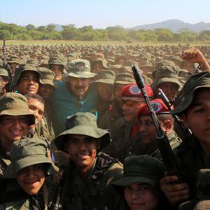 Presidentti Nicolás Maduro osallistui lauantaina sotilasnäytökseen El Paossa, Venezuelassa lauantaina.