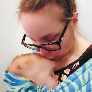 Heidi Niemi vauvan kanssa