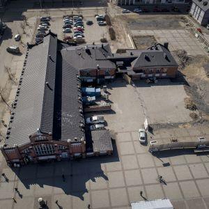 Oulun kauppatori on ollut keskeneräinen rakennustyömaa  jo vuosia.