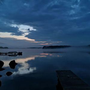 Suomalainen omarantainen mökki on kansainvälisella mittapuulla harvinaisuus.