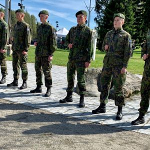 Kainuun prikaatin lumilajien urheilijat valatilaisuudessa Kajaanissa.