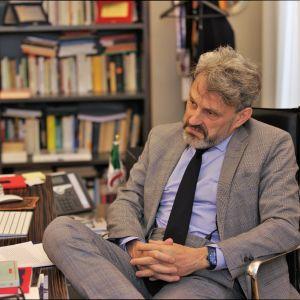 Professori Vittorio Emanuele Parsi opettaa politiikan tutkimusta Milanon katolisessa yliopistossa.