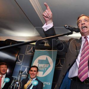Nigel Farage puhuu