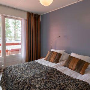 Huone hotelli Keurusselässä.