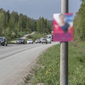 """Vaalimainokset ovat palaamassa Keski-Suomen teiden varsiille 25 vuoden """"vaalirauhan"""" jälkeen."""