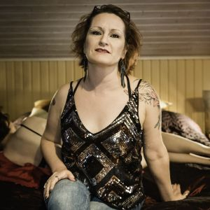 Seksityötä tekevä Tiia Forsström on myös tietokirjailija ja Sexpon hallituksen puheenjohtaja.