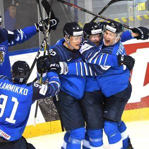 Suomi juhlii