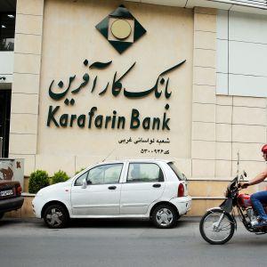 Yleiskuvaa Teheranin kadulta.