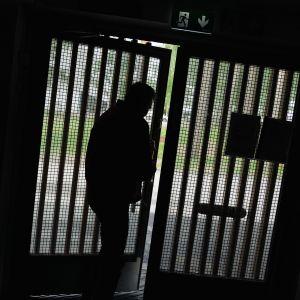 Vuonna 2006 lakiin tuli valvottu koevapaus.
