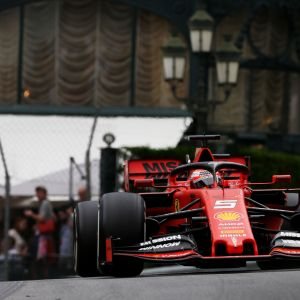 Sebastian Vettelin ja Ferrarin vauhti ei ole riittänyt Mercedestä vastaan tällä kaudella.