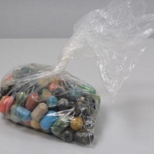 Poliisin takavarikoimia kokaiinikapseleita.