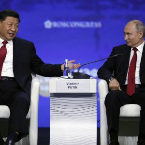 Kiinan presidentti Xi Jinping ja Venäjän presidentti Vladimir Putin osallistuivat Pietarin talousfoorumiin yhdessä.
