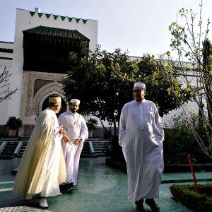 Muslimipapit olivat kokoontuneet Pariisin suureen moskeijaan seremoniaan, joka järjestettiin Christchurchin moskeijan ampumahyökkäyksen uhrien muistoksi 22. maaliskuuta 2019.