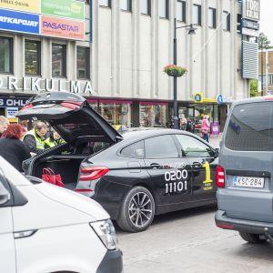 Poliisi, veroviranomaiset ja Trafi tarkastivat Kuopiossa takseja.
