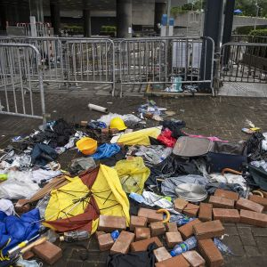 Mielenosoituksen jälkiä Honkongissa.