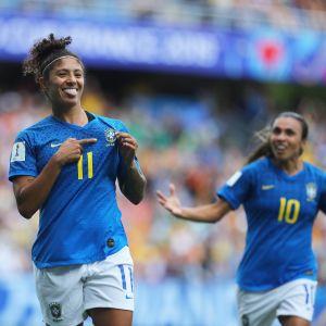 Cristiane iski Brasilialle maalin Australiaa vastaan.