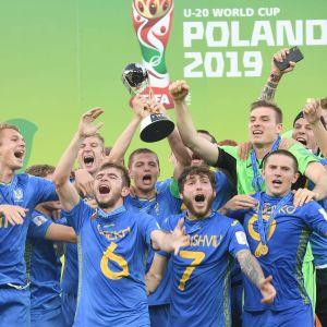 Ukraina juhli jalkapallon alle 20-vuotiaiden MM-kultaa Puolassa.